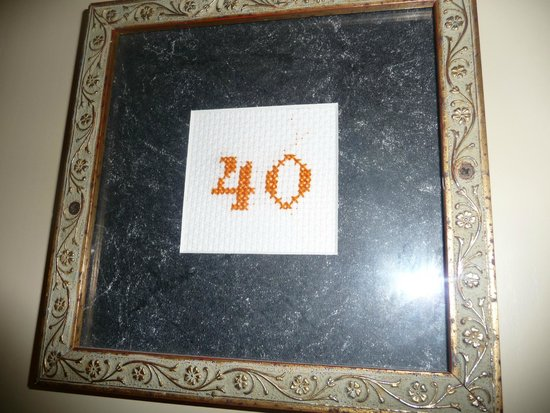 Hotel Mediterraneo: Room number - embroidered