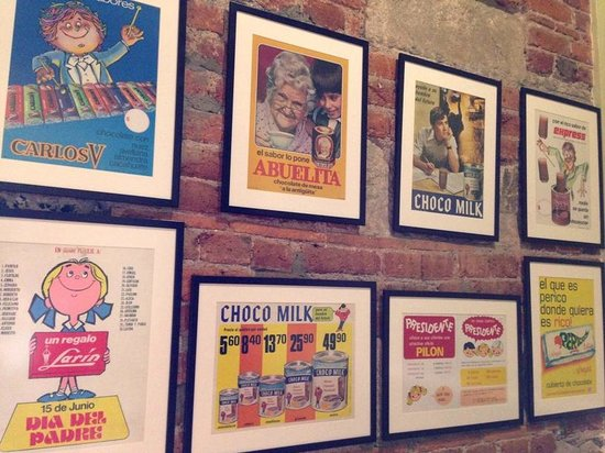 Museo Mucho chocolate : Posters of old chocolate favorites