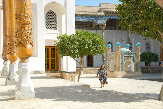 Bakhautdin Naqsband Mausoleum: Il cortile della tomba