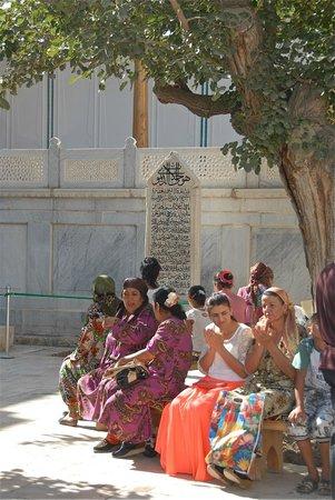 Bakhautdin Naqsband Mausoleum: Fedeli alla tomba