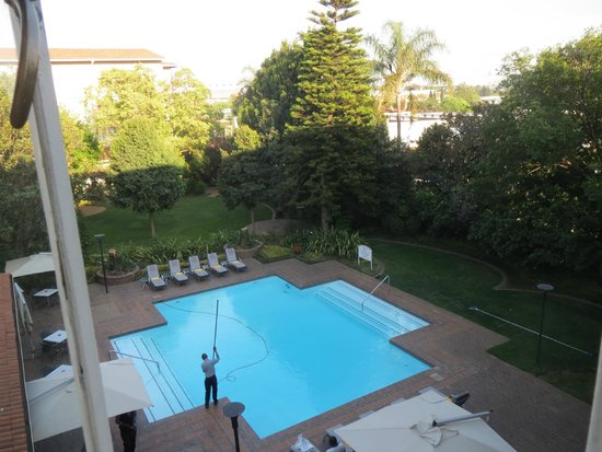 Garden Court O.R. Tambo International Airport: View of pool from room