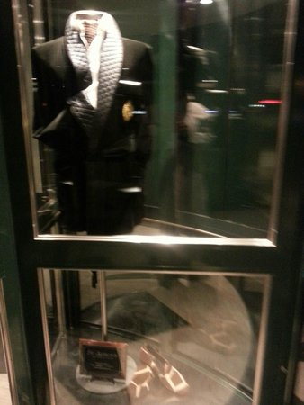 Elite Park Avenue Hotel: Revolving door fashion display