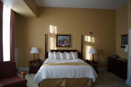 Federal Pointe Inn, an Ascend Hotel Collection Member: spacious and well-appointed turn-of-century furniture