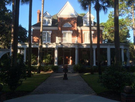 Brunswick Manor: Beautiful manor in the morning.
