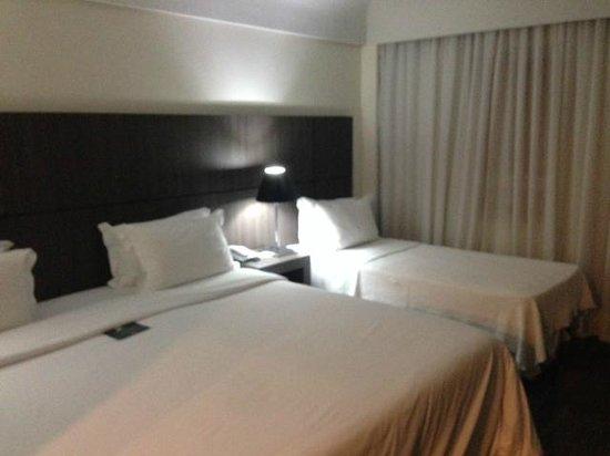 Slaviero Conceptual Palace Hotel Curitiba: Cama de casal e solteiro