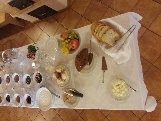 Agritur Renetta: tavola della colazione