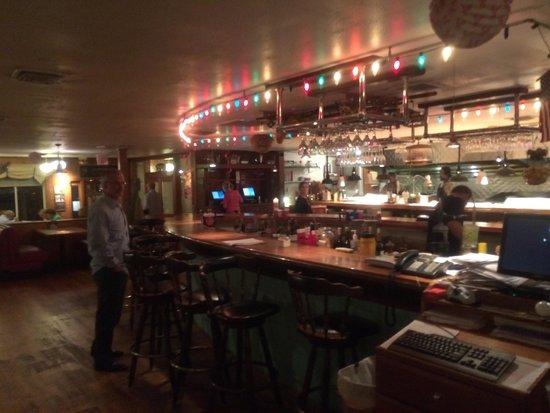 Shem Creek Bar & Grill: The bar......
