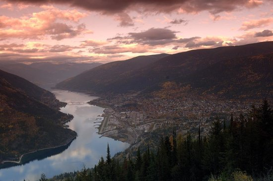 Kootenay Rockies, Καναδάς: Nelson, BC - Sunset Aerial (Photo by David Gluns)