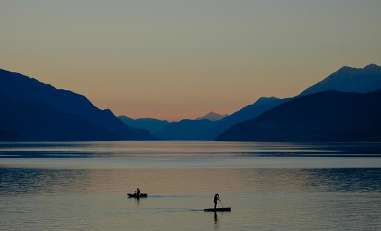 Kootenay Rockies, Canadá: Riondel, BC - Sunset on Kootenay Lake (Photo by Shannon Harrison)
