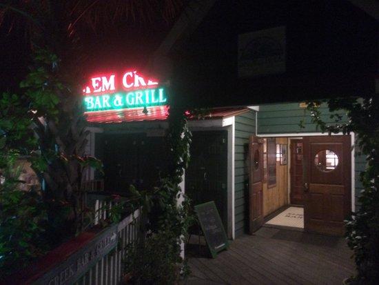 Shem Creek Bar & Grill: The entrance......