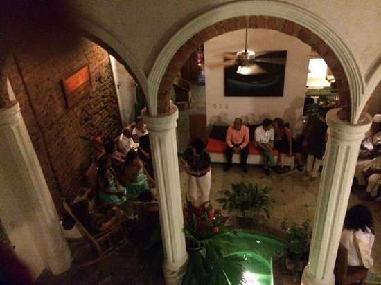 Casa Verde Hotel: View of courtyard from balcony - an owner got married & I was invited to the reception.
