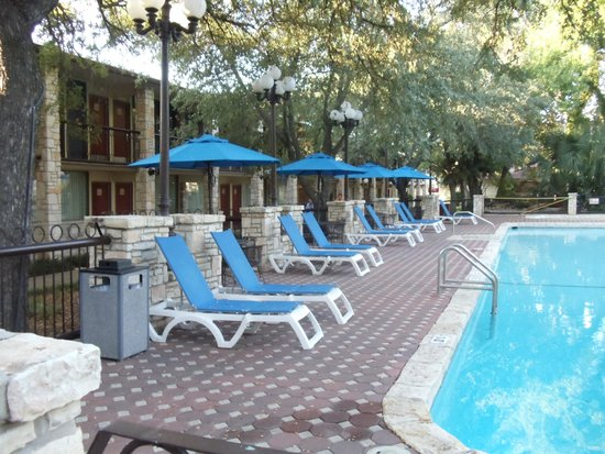 Inn of the Hills Hotel & Conference Center: pool