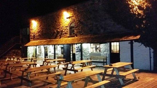 Sticklebarn: The pub at night