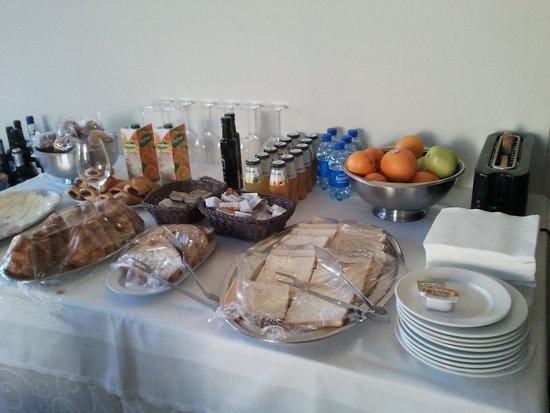 """Hotel Bedunia: desayuno""""buffet"""" pobre"""