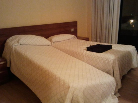 Hotel Bedunia: Camas viejas la segunda noche rompio la pata