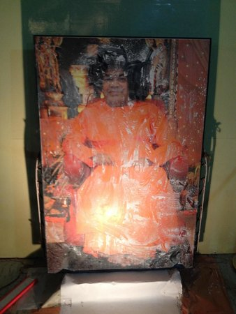 Puttaparthi Sairam Temple Sundaram: Vibhuti that manifested from this picture is there at the temple