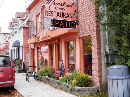 Mainstreet Family Restaurant: Pretty in ... salmon !