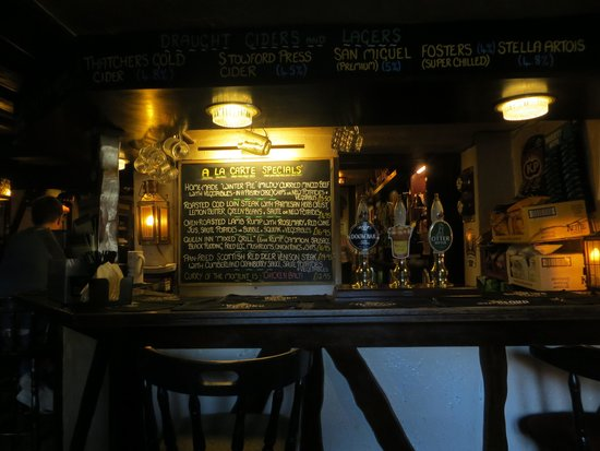 The Queen Inn: Pub