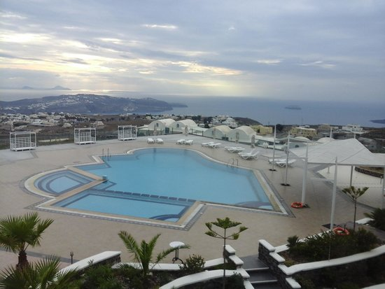 Orizontes Hotel & Villas : la  piscine  vue  de la chambre
