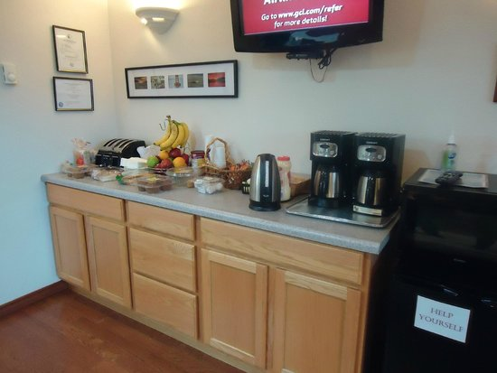 Sitka's Eagle Bay Inn: We offer a free complimentary breakfast bar!
