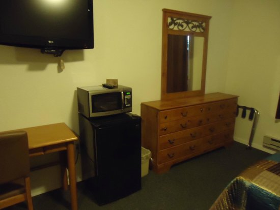 Sitka's Eagle Bay Inn: We offer a microwave and mini fridge in every room