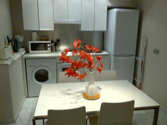 Piamonte Apartments: cozinha no primeiro nível