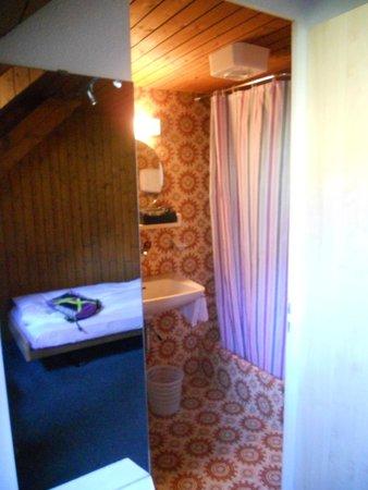 Hotel Lowen : toilet, douche