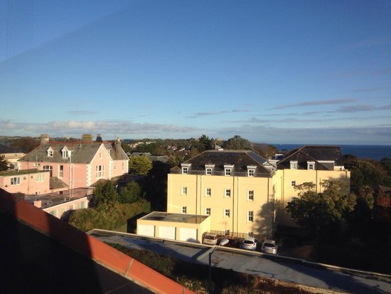Falmouth Bay Guest House: View from room 5 Pendennis castle