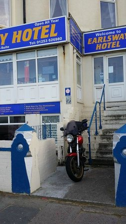 Earlsway Hotel: Parked My Bike Nice And Safe