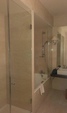 Hotel du Danube St. Germain: Душевая кабинка