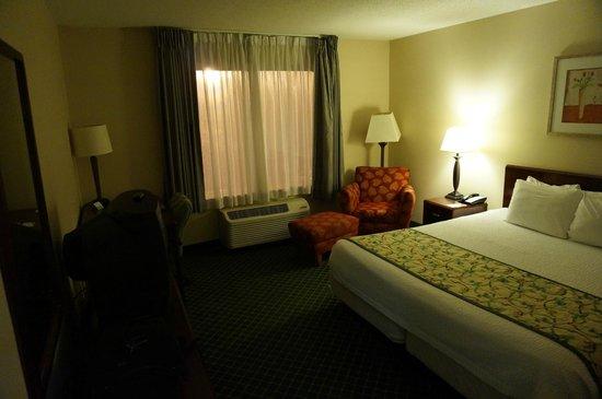 Fairfield Inn Concord: Zimmer mit King-Size Bett