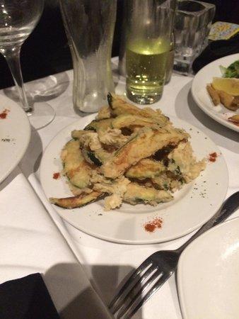 La Casa Ristorante Pizzeria: Crispy delicious tempura courgettes!