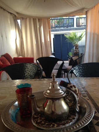 Riad Diana : Mint tea on the terrace