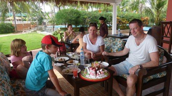 Grace Boutique Resort: Beach bar family lunch