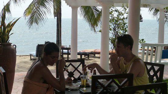 Grace Boutique Resort: Lunch by the sea