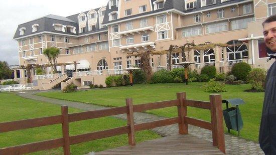 Gran Hotel Pucon, visto desde la terraza que da a la playa