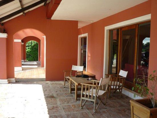 Days Inn Casa Del Sol Colonia: Disfrutamos charlando hasta el anochecer