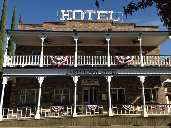 Jamestown, CA: Front of Hotel