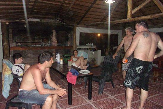 Bungalows Mexico : parrilla y pileta al fondo