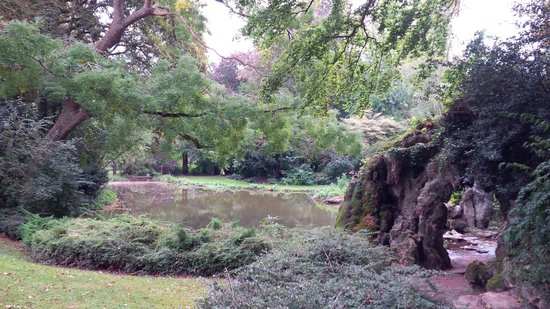The Citadel : Small lake & waterfall in Park Vauban, southwest end of Citadel south of the small waterway/moat