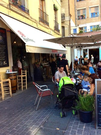 Restaurante Papitu: Papitu ….avoid it and eat at the tapas bars in the Markets