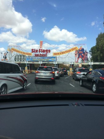 Six Flags Magic Mountain Ready For 6 Flags Parking Is 20
