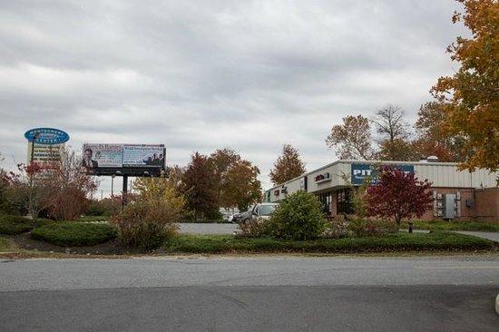 Fast Eddie's Pit Beef: Strip shopping center location