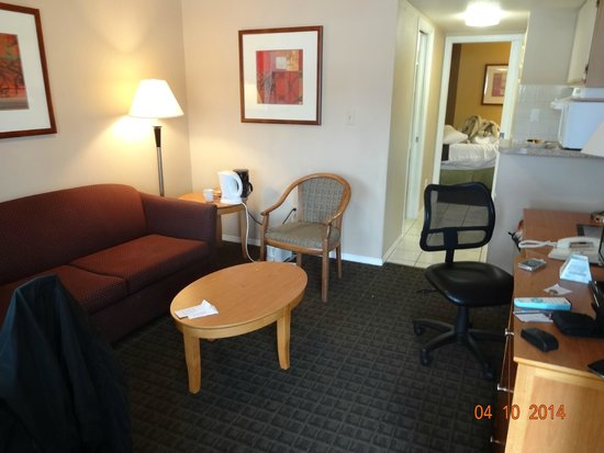 Best Western Capilano Inn & Suites: dining part of the room !
