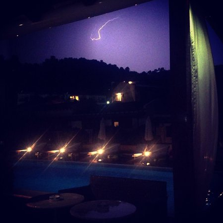 Yialis Apartments: Thunder and lightening