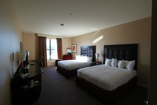Hilton Promenade at Branson Landing: Nice twin room with view on the street