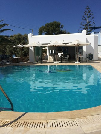 Hotel Dilino & Studios: Lovely pool area