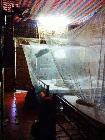 Minh Viet Homestay: Chambre quadruple