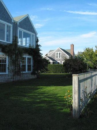 Wade Cottages: Six-bedroom house available for weekly rentals, weddings and retreats