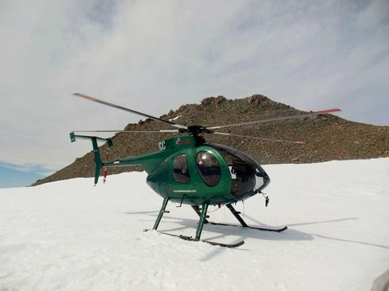 Mountain Helicopters: Helicopter on the glacier